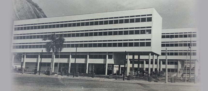 Fachada da sede atual em 1971