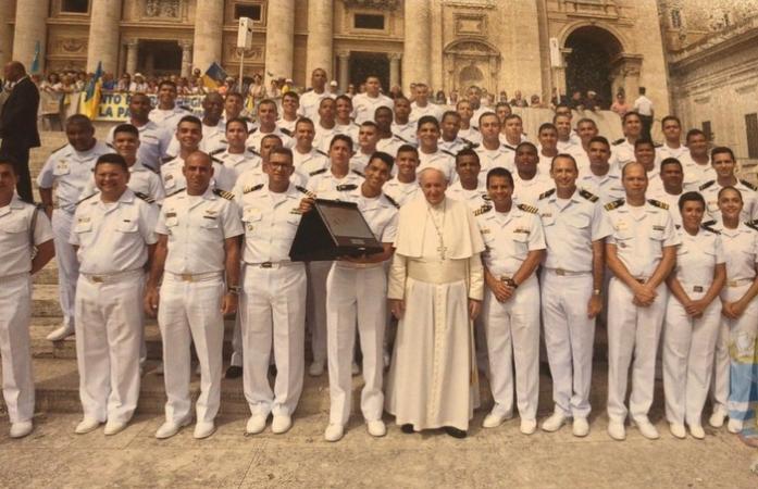 Papa, Comandante e Tripulação do navio