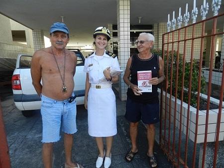 Militar do IPqM junto aos moradores da Ilha do Governador / RJ