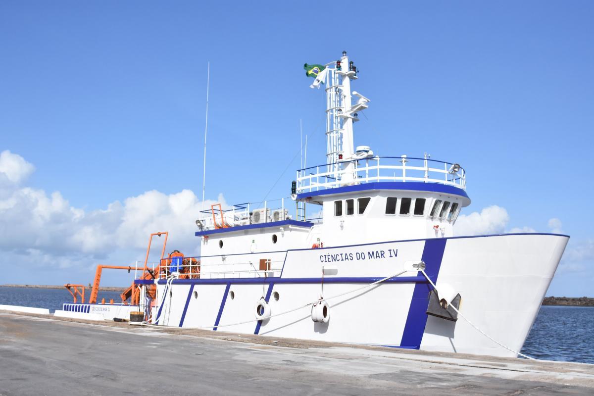 Laboratório de Ensino Flutuante - Ciências do Mar IV