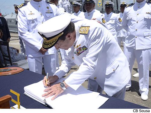 "Navio Varredor ""Anhatomirim"" deixa serviço ativo"