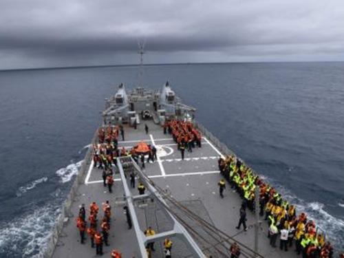 Aspirantes da EN participam de exercícios a bordo de navios da Marinha