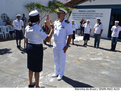 Capitão dos Portos de Alagoas recebe diploma de Grupo Escoteiros do Mar em Maceió
