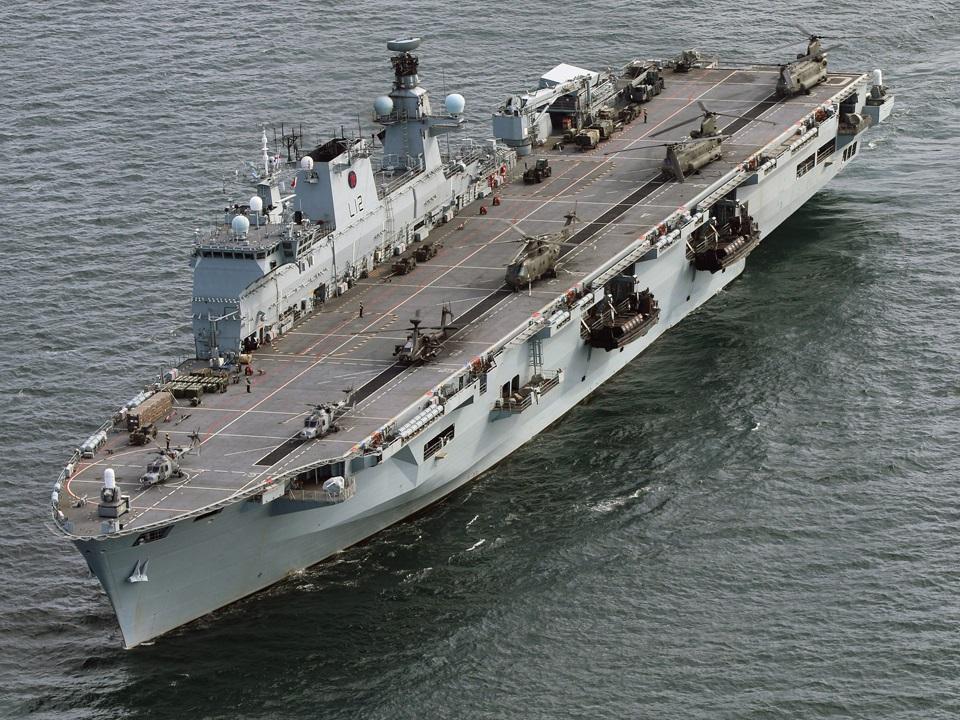 """Marinha do Brasil assina o contrato de transferência do HMS """"Ocean"""""""
