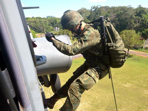 2º Batalhão de Operações Ribeirinhas realiza adestramento com aeronave 1865cc71e2a