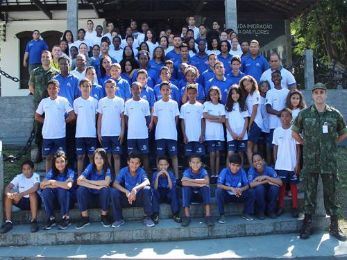 Tropa De Reforço Recebe Visita De Jovens Estudantes