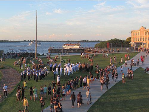 Marinha do Brasil promove Cerimonial à Bandeira no Parque Orla Moacyr  Scliar ea762e59eac