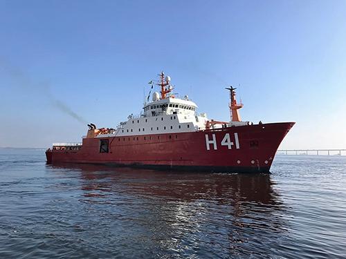 """Navio Polar """"Almirante Maximiano"""" inicia preparação para realizar a """"OPERANTAR XXXVII"""""""