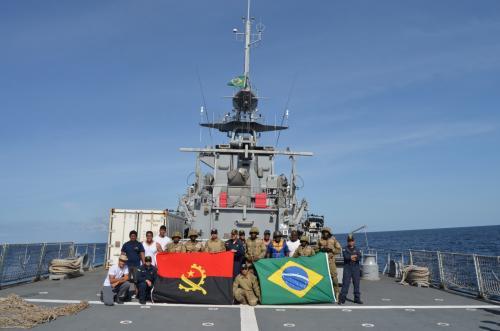 Navio brasileiro participa de exercício internacional em região africana