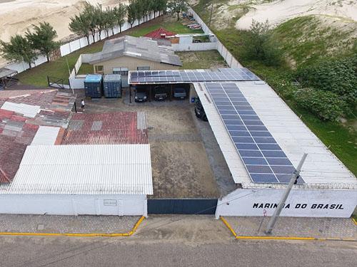 Placas fotovoltaicas da Agência da Capitania dos Portos em Tramandaí