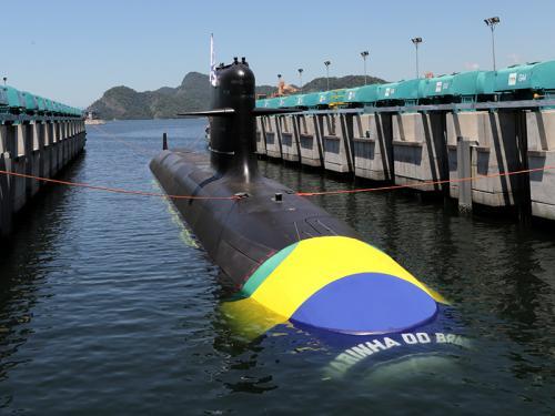 """6b2919705 Marinha lança ao mar o Submarino """"Riachuelo"""""""