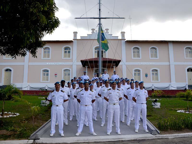 Os militares que compuseram este destacamento usaram boinas azuis 9923e442cc5