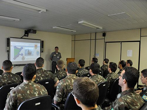 Diretor do CGEM em palestra aos oficiais alunos da EsACosAAe ef5f3b4788b